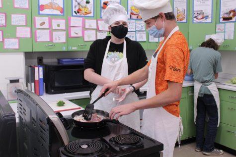 Foods Class Teaches the Basics